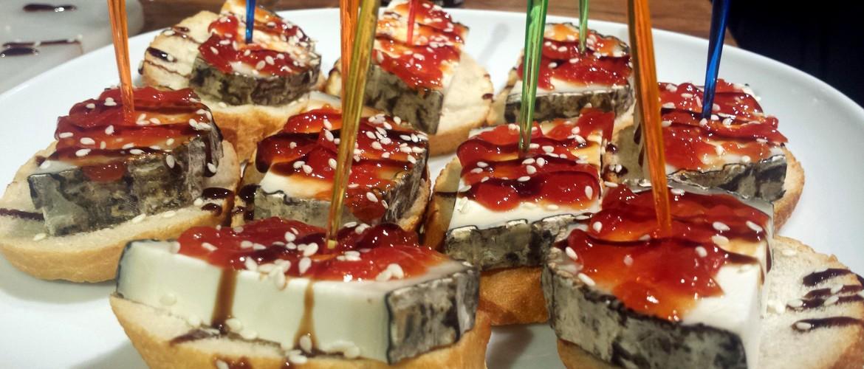 Getost med tomatsylt ät lite sötare och sitter bra mot slutet av middagen